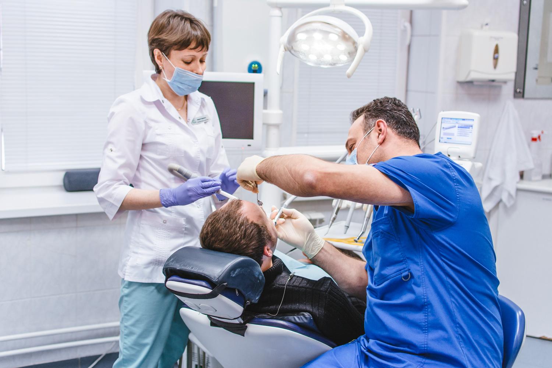 Опытные стоматологи в Никор