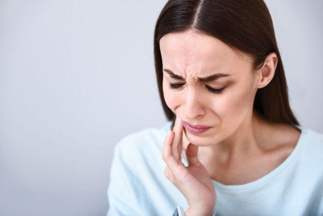 От зуба болит горло