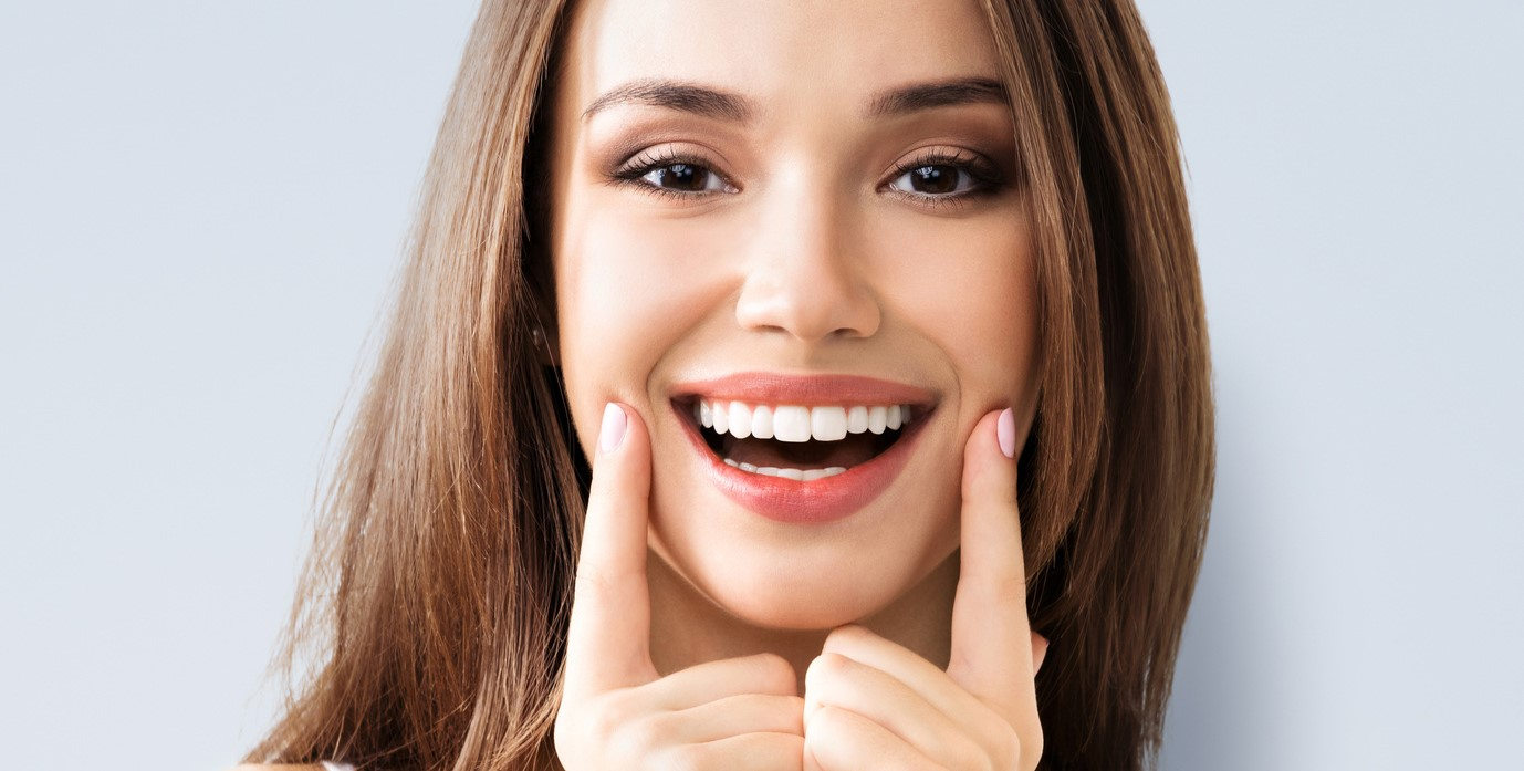 Кариес на передних зубах: методы лечения