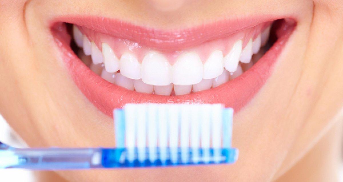 Когда можно чистить зубы после удаления зуба