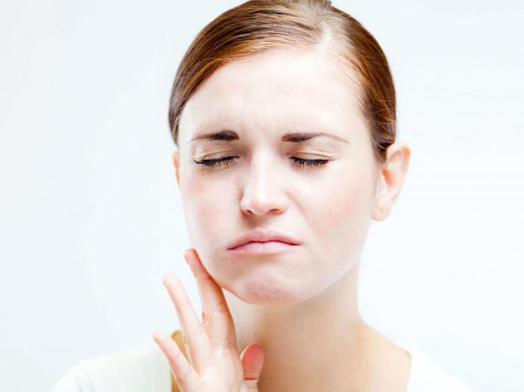 Почему опухла щека или десна после удаления зуба