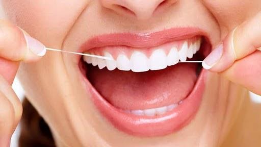Как правильно чистить зубы нитью